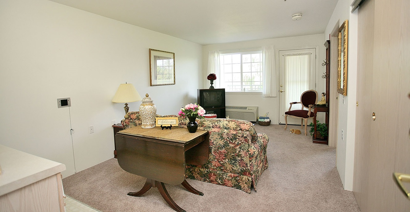 oxmoor lodge holiday retirement 502 385 0976 for info senior living louisville ky. Black Bedroom Furniture Sets. Home Design Ideas