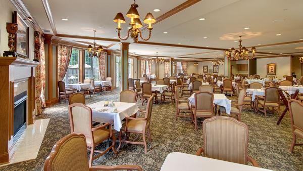 Grand dining room at Barrington of Oakley in Cincinnati, OH